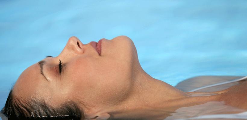 Descubre el Watsu en Caroli Health Club y relájate en el agua