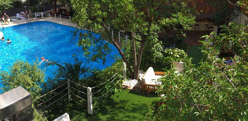 ¿Te quedas en agosto en la ciudad? ¡Organiza una Pool Party en Caroli!