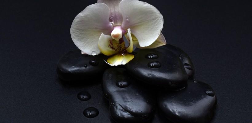 Relaja cuerpo y mente con nuestro cálido Tratamiento 'Hot Stone Massage'